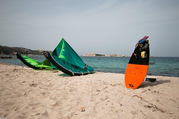 Kitesurfing-Sardinie-–-Rena-Majori-surfing-