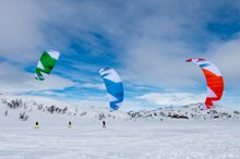 How to choose an appropriate kite size for snowkiting?